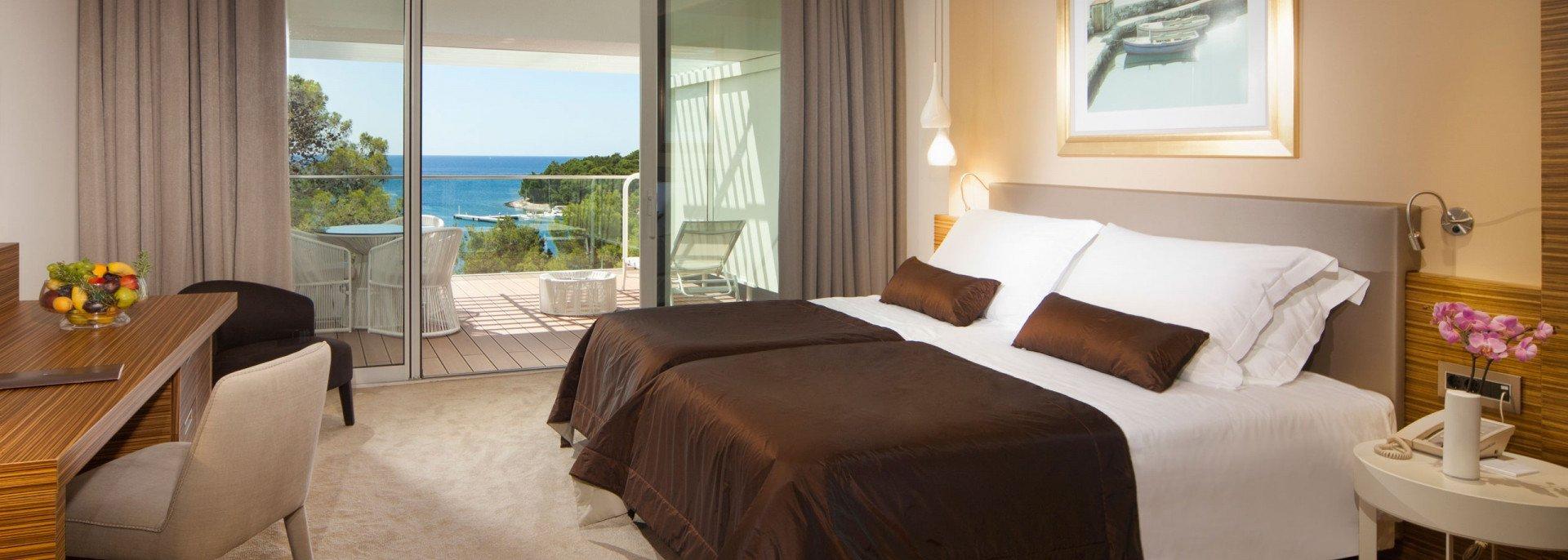 https://www.losinj-hotels.com/assets/Bellevue/Rooms-Suites/_resampled/CroppedFocusedImageWyIxOTIwIiwiNjg2IiwieSIsMjU3XQ/Luxury-suite2.jpg