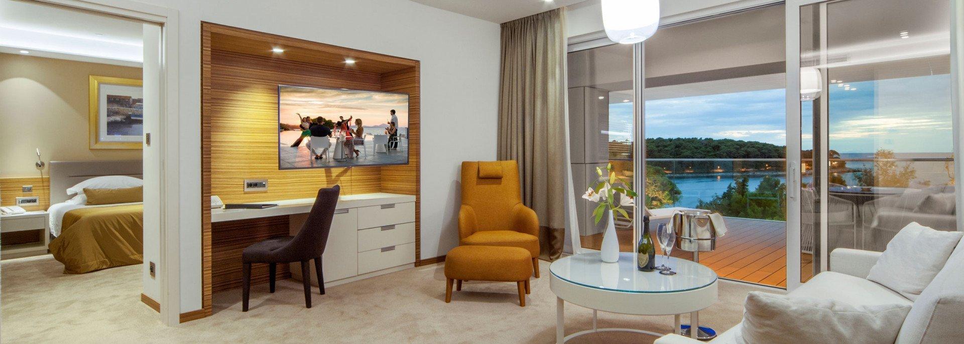 https://www.losinj-hotels.com/assets/Bellevue/Rooms-Suites/_resampled/CroppedFocusedImageWyIxOTIwIiwiNjg2IiwieSIsMjU3XQ/executive-suite.jpg
