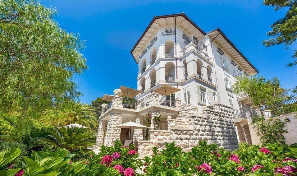 https://www.losinj-hotels.com/assets/Vila-Hortensia/Gallery/_resampled/CroppedFocusedImageWyI5NTYiLCI1NjYiLCJ5IiwxNV0/hortensia-villa-1.jpg