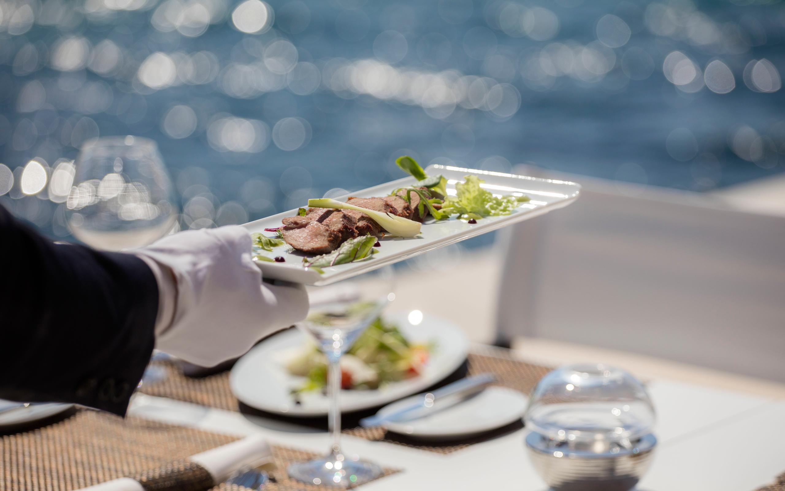 https://www.losinj-hotels.com/assets/Vila-Mirasol/Dining/Dining.jpg