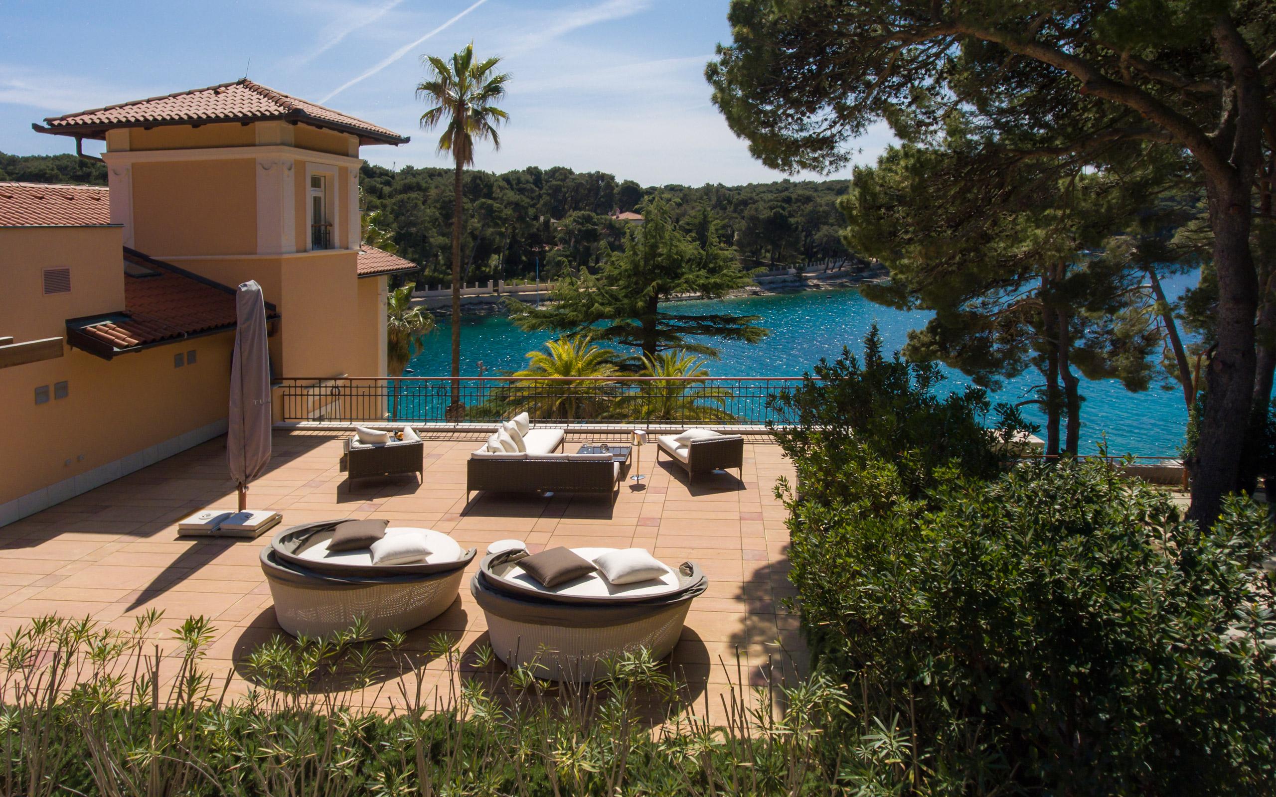 https://www.losinj-hotels.com/assets/Vila-Mirasol/Images/mirasol-proba-2.jpg