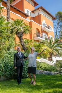 General Manger vom Boutique Hotel Alhambra & Villa Augusta Robert Betić mit Barbara Bandler Steinmetz
